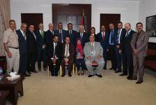 خلال زيارة الوفود المشاركة في المؤتمر لمكتب رئيس السلطة الفلسطينية