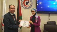 تكريم مدير المختبر الطبي في مستشفى الاستقلال لاستضافتهم فعالية الجمعية